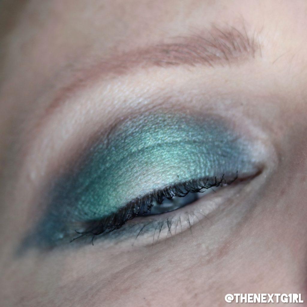 Groene ooglook gemaakt met single oogschaduws