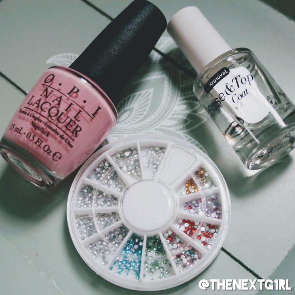 OPI Pink Friday roze nagellak met rhinestones kruidvat base topcoat