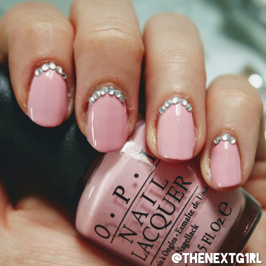 OPI Pink Friday roze nagellak met rhinestones manicure