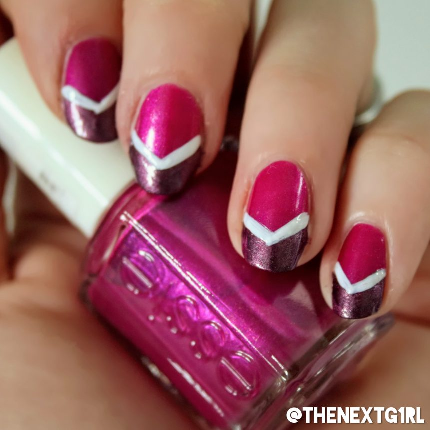 French manicure nagels met roze, paars en een witte lijn