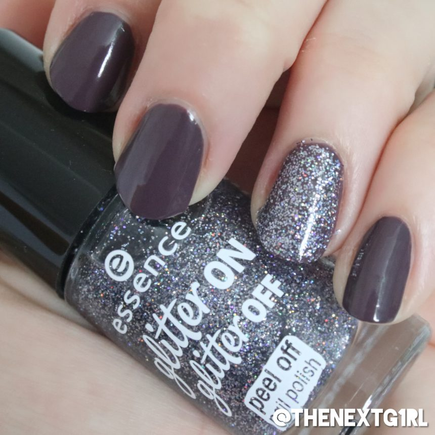 Peel off glitter nagellak Essence en paarse nagellak Essie