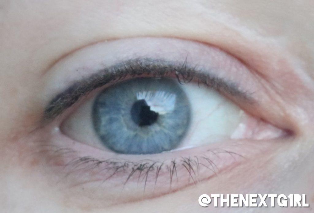 subtiele permanente eyeliner boven wimperlijn
