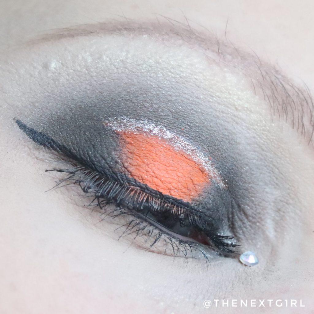 Halloween ooglook met neon oranje en zwart
