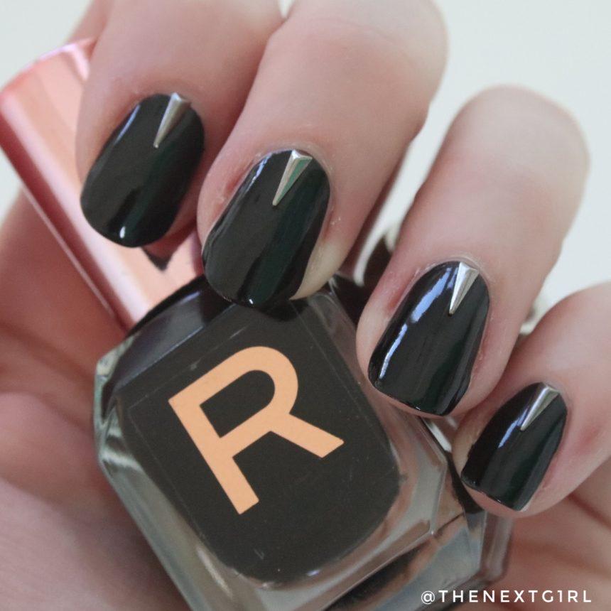 Nailart Makeup Revolution nagellak zwart Risk studs
