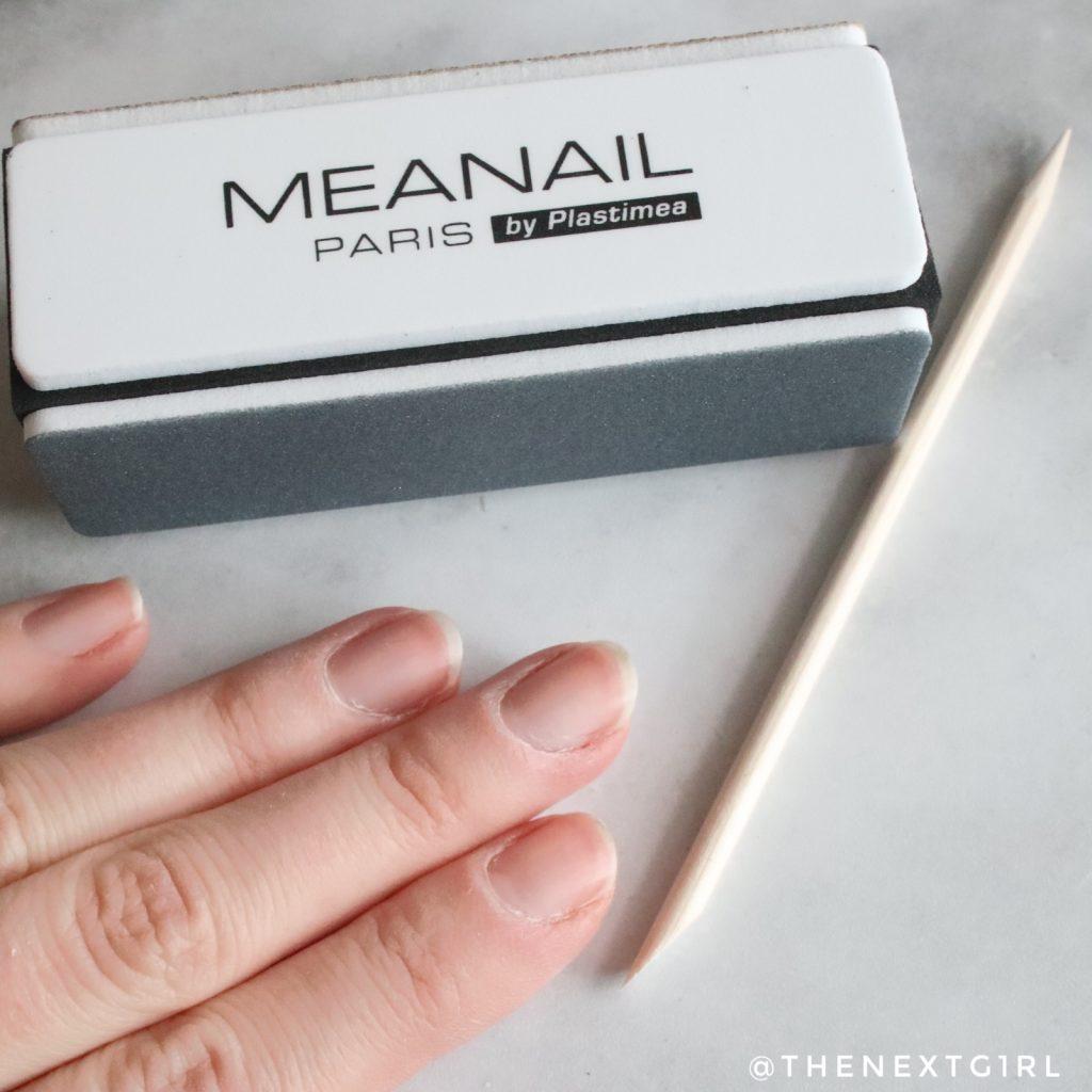 Voorbereiding gelnagels zetten vijlen nagelriemen terugduwen