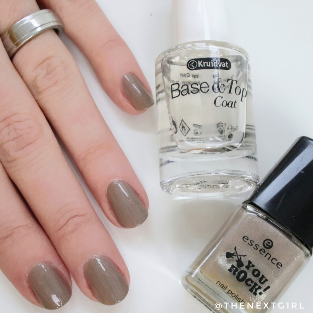 Kruidvat Base en top coat aanbrengen Essence nagellak