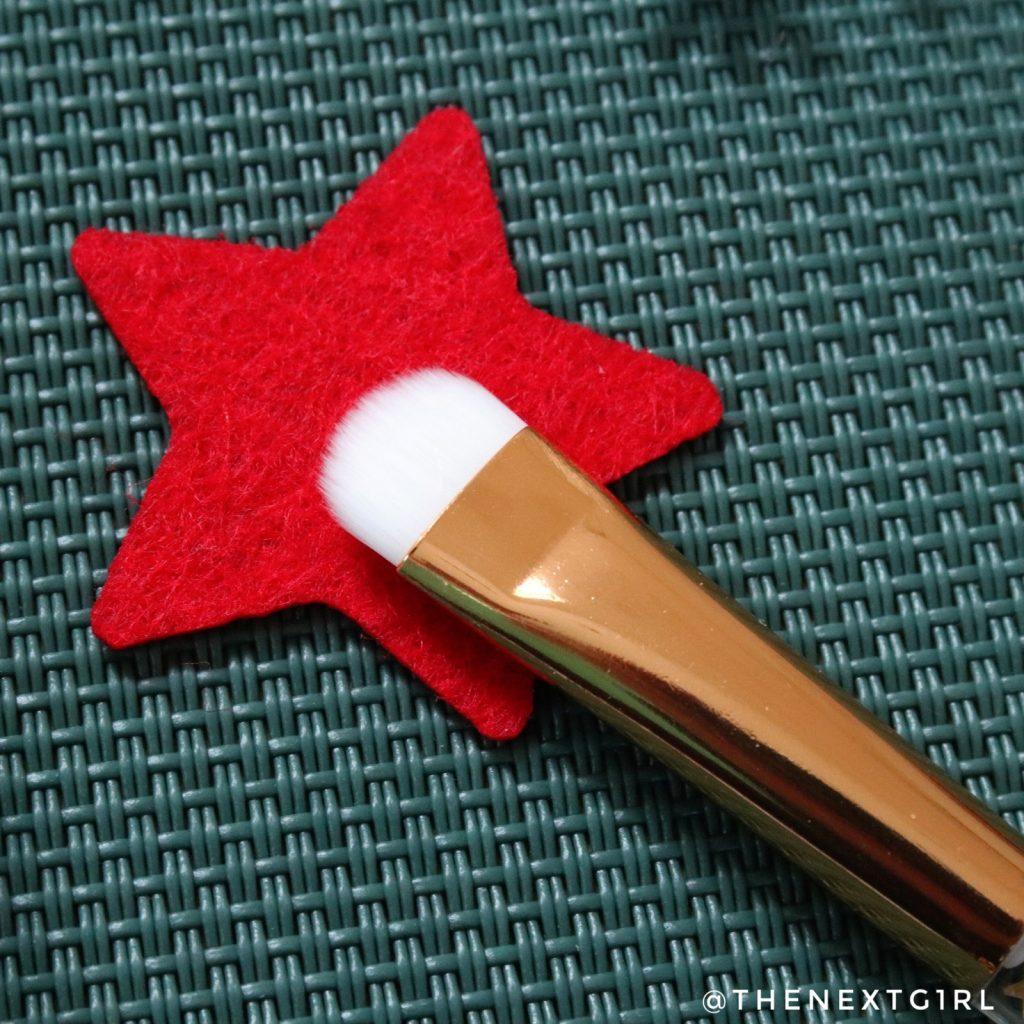 Essence From Santa With Love oogschaduwkwast haren