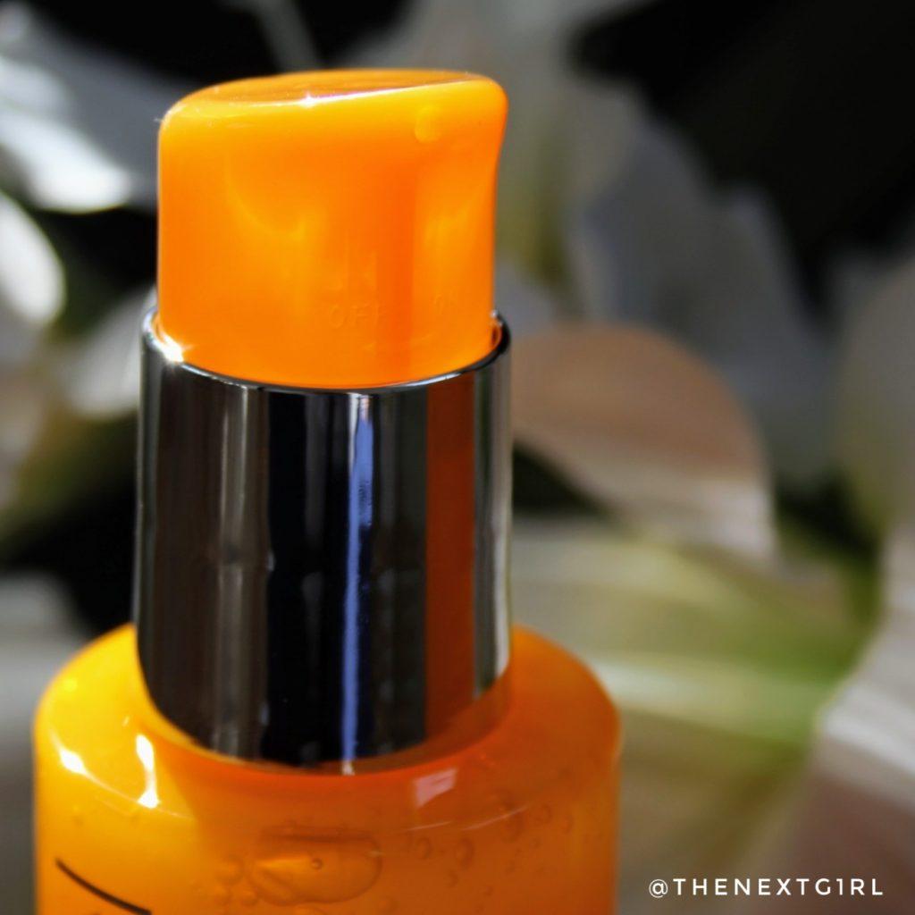 Opening fles Rodial Vit C cleaner
