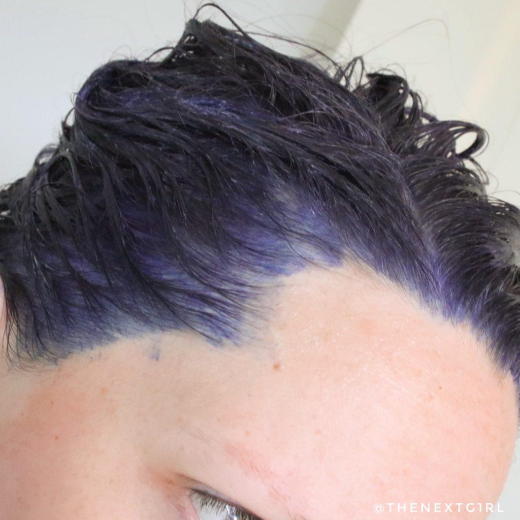 Crazy Color Violette paars haarkleur aangebracht