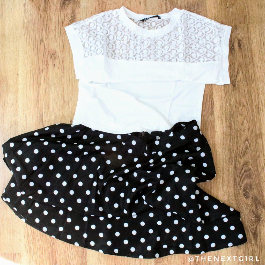 Witte top en zwart met witte stippen rok