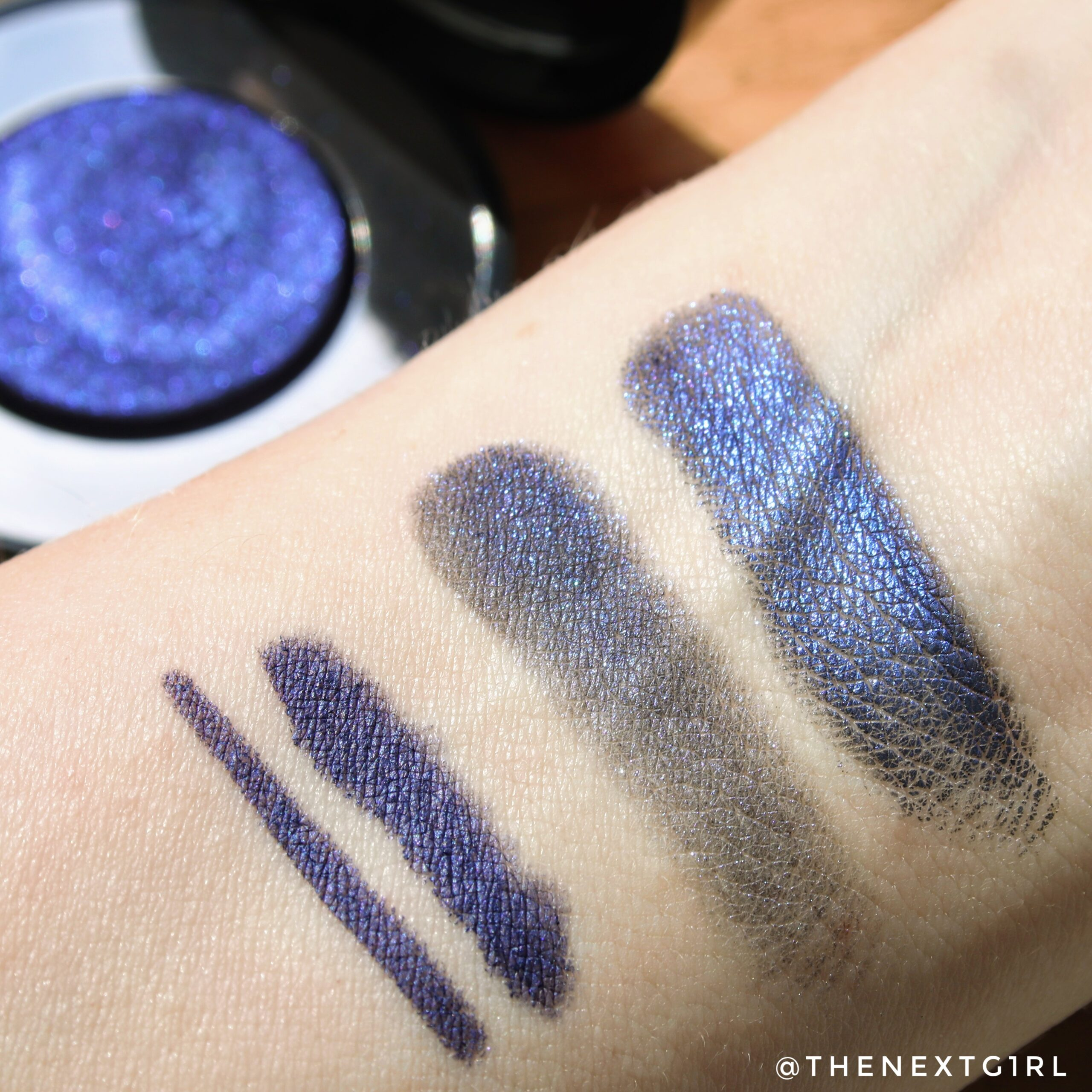 Swatches Pupa The Dark Side of Beauty oogpotlood en oogschaduw