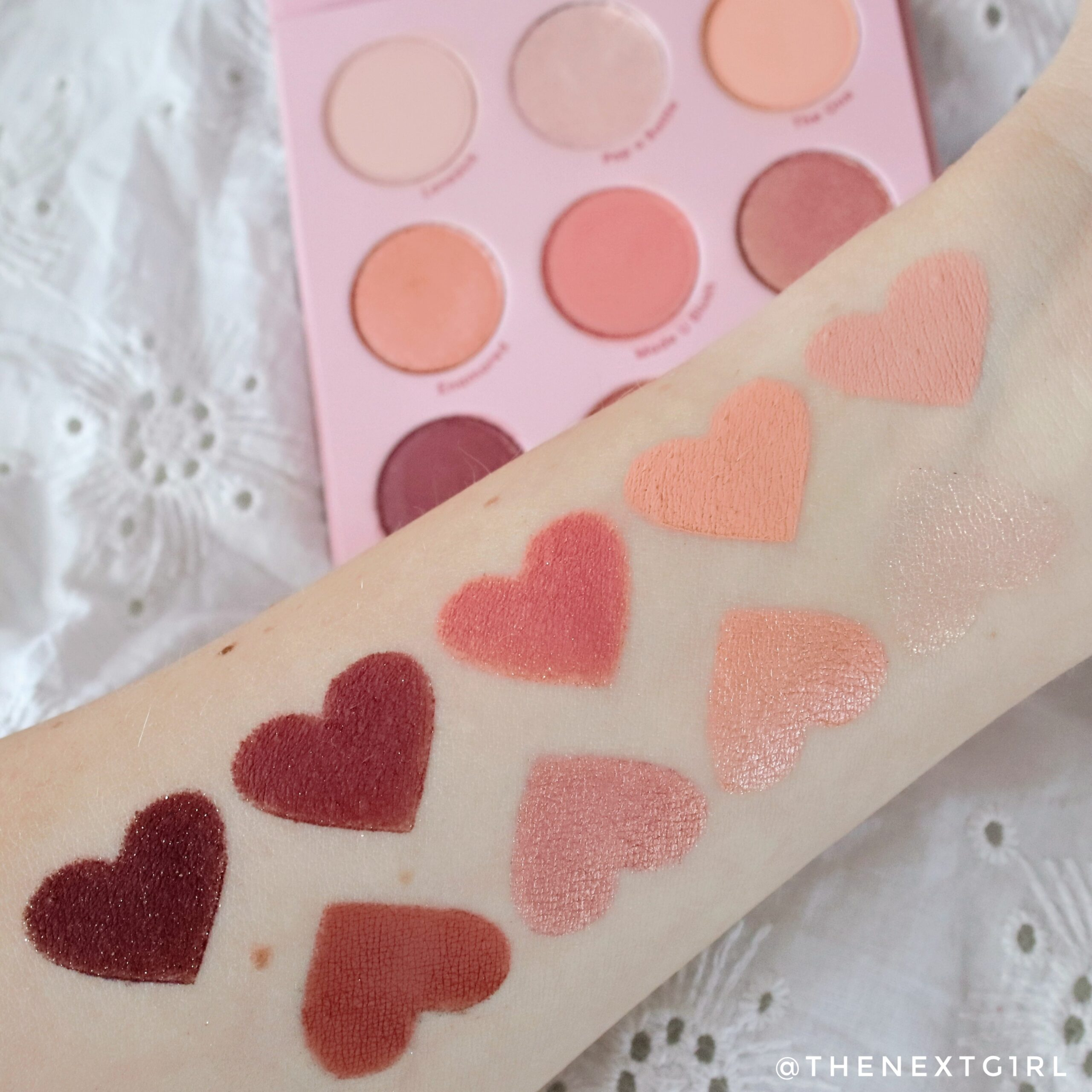Swatches colourpop Blush Crush oogschaduw