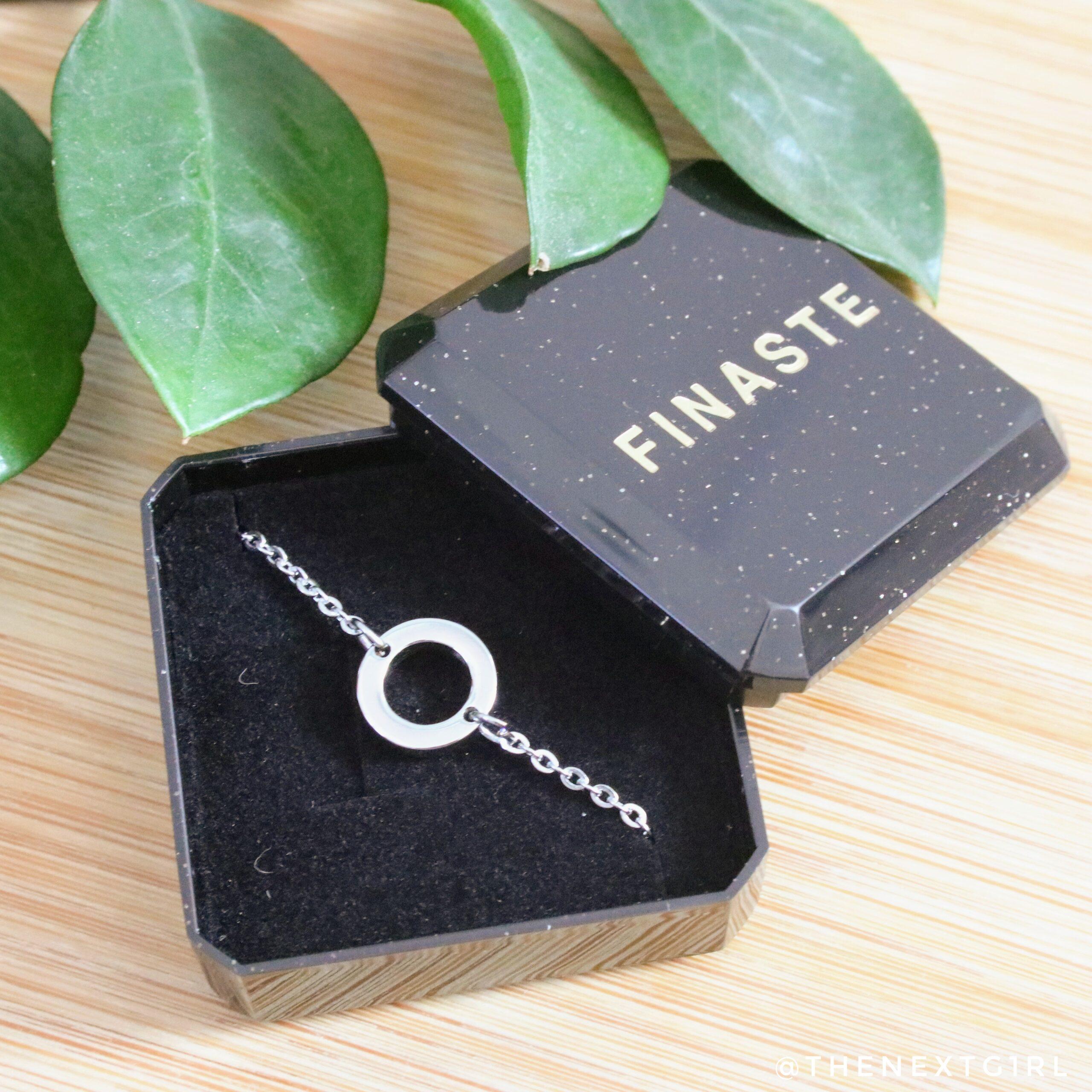 Finaste zilverkleurig armbandje