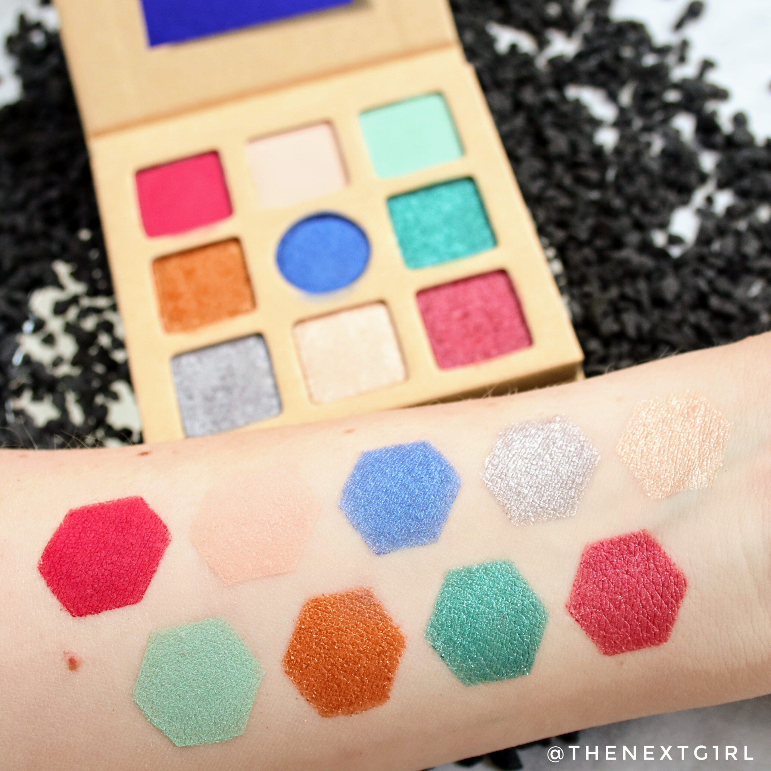 Swatches Essence oogschaduwpalette shimmers 2020