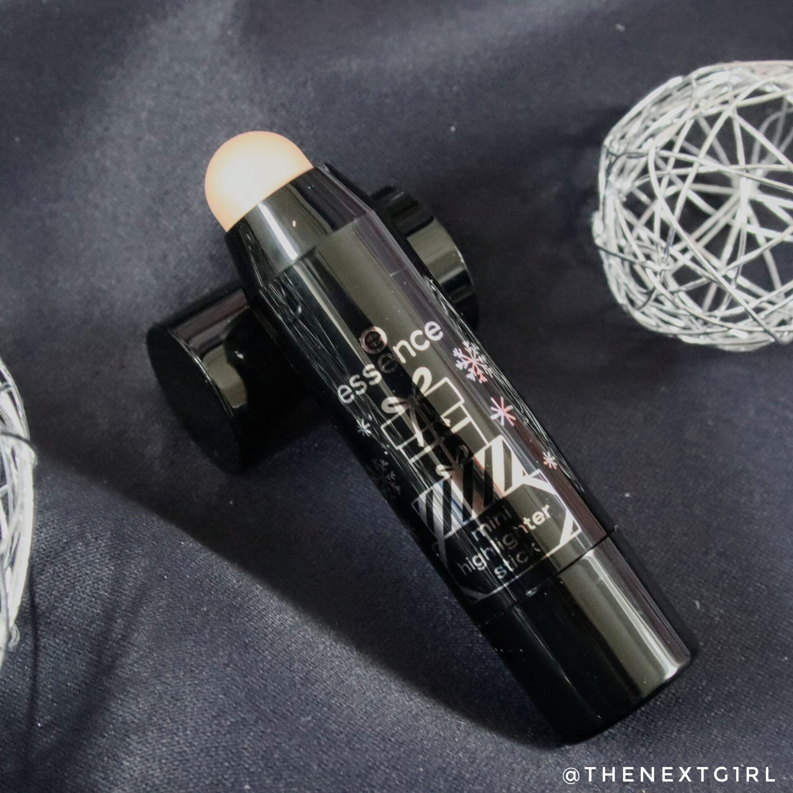 Essence highlighter stick champagnekleur