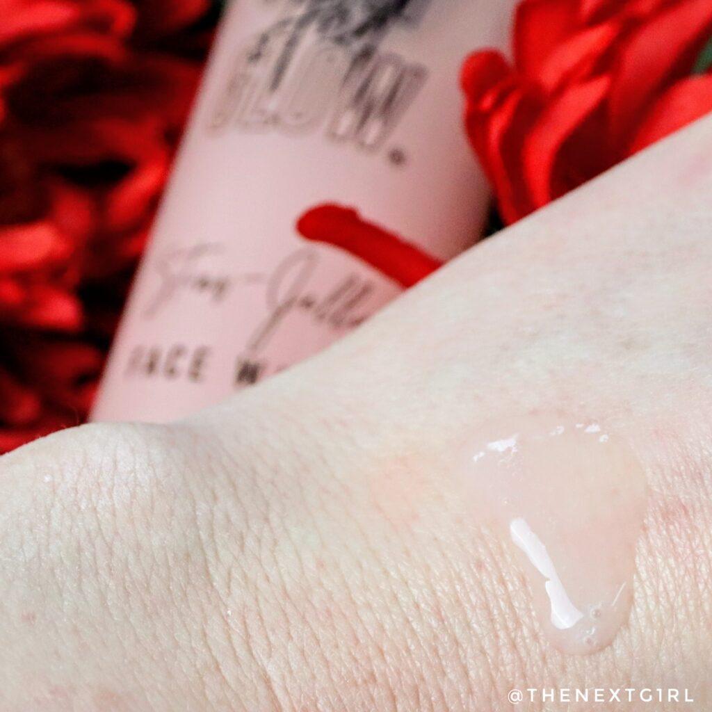 Textuur van de Clay & Glow Straw Jelly Face Wash