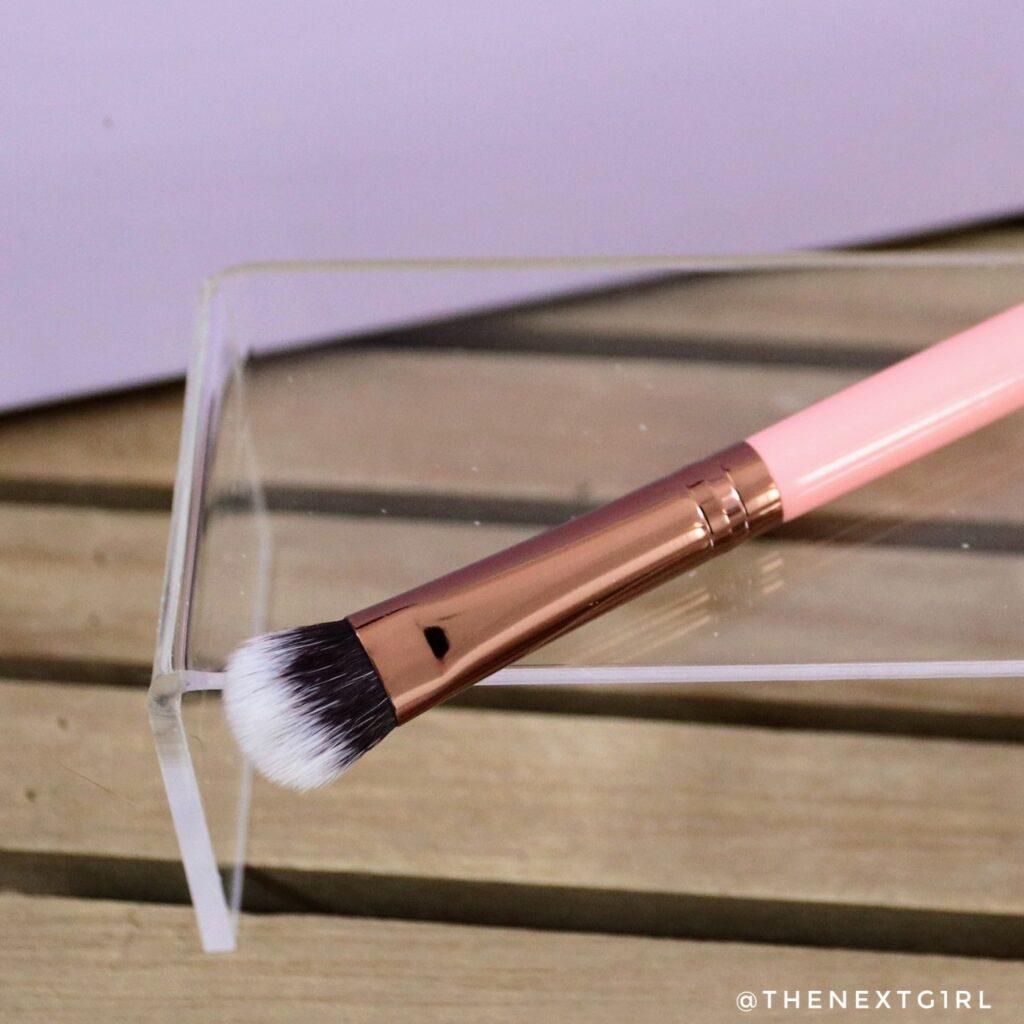Roze oogschaduwkwast Luxie 209
