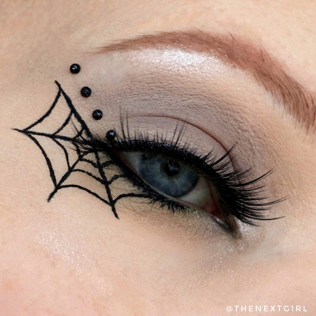 Halloween look met spinneweb